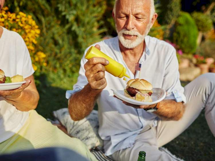 Medical News Today: Unhealthful diet linked with vision loss later in life